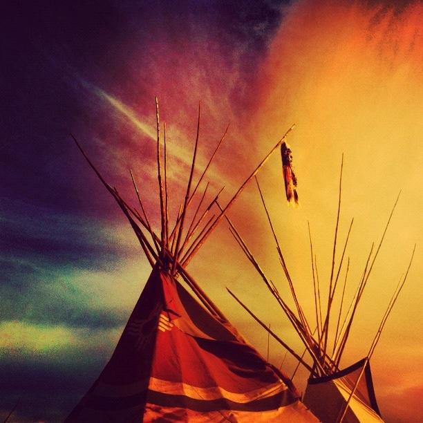 teepee wallpaper,sky,nature,orange,atmosphere,grass (#551917) - WallpaperUse